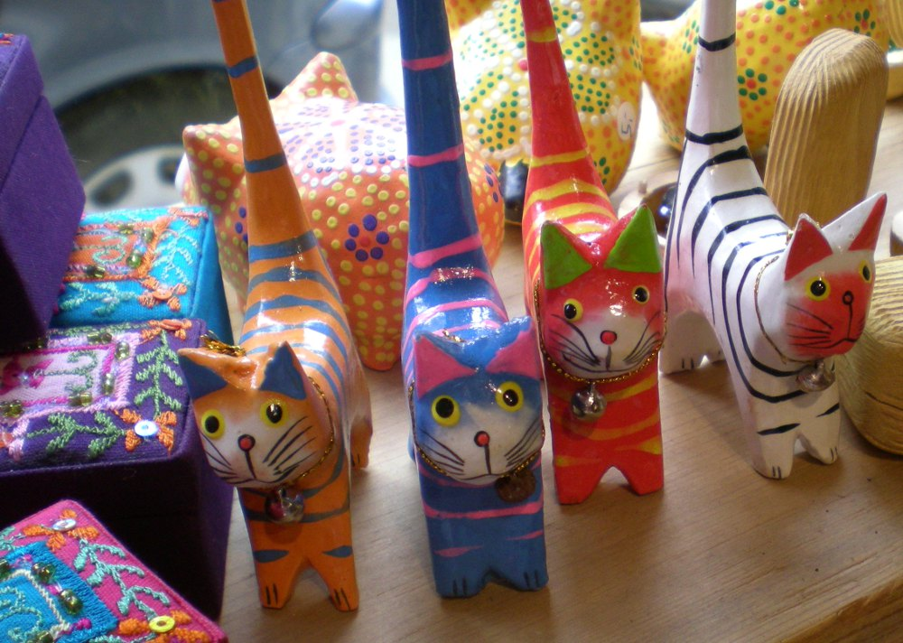 Lovely funny wooden cat statues from Bali