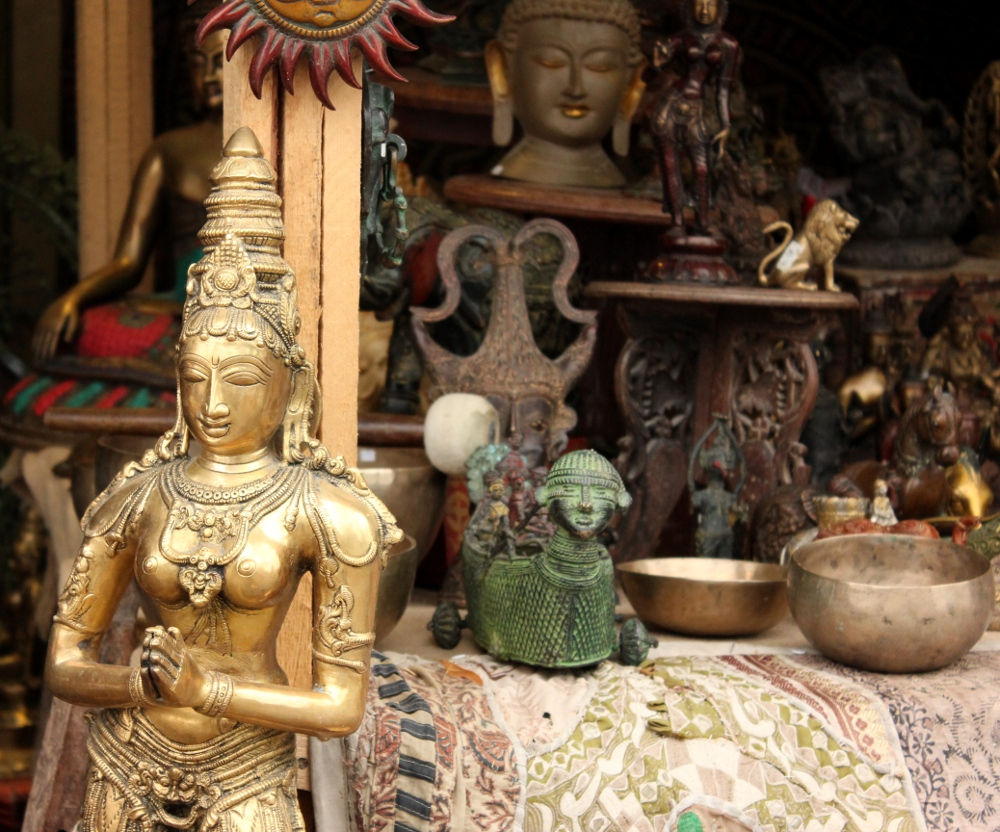 Buddha statues attraction market stall
